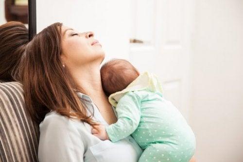 Is het leven met kinderen uitputtender voor moeders?