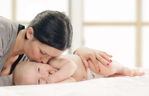 7 Aanbevelingen om je kind te helpen warmhartig te zijn