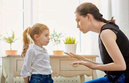 7 belangrijke tips om je kind discipline bij te brengen zoals naar ze te luisteren
