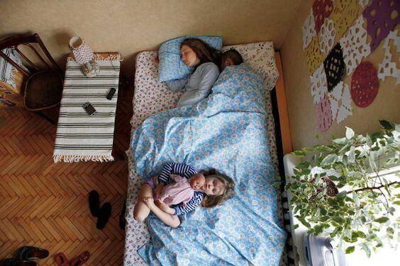Bij leven met kinderen is goed slapen of niet goed slapen de vraag