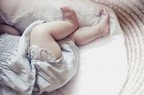 Baby in de wieg