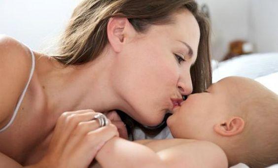 Waarom het beter is je baby niet op de mond te zoenen