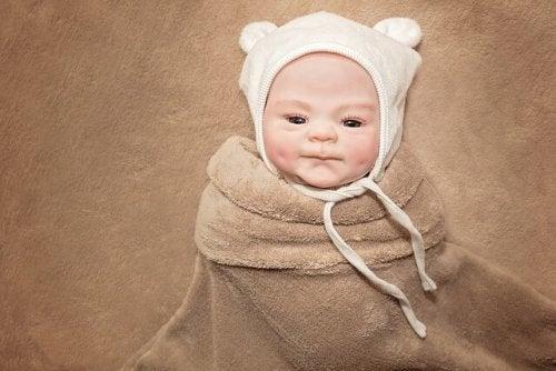 Baby met mutsje