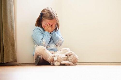 Wees een goed voorbeeld voor een boos kind