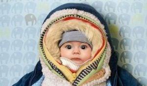 11 Fouten die nieuwe moeders maken zoals ze te warm in te pakken