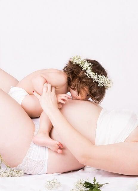 6 dingen die je baby gelukkig maken voor de geboorte zoals contact met andere gezinsleden
