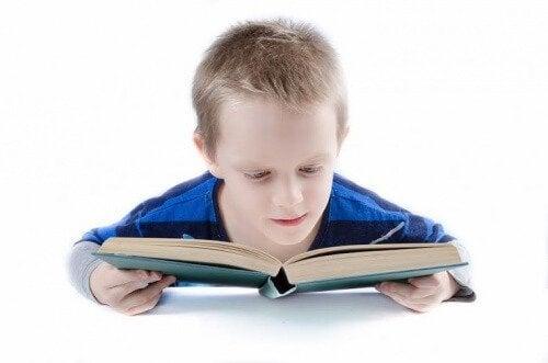 Gebruik van de Doman-methode om tijdens de vroege kinderjaren te leren lezen
