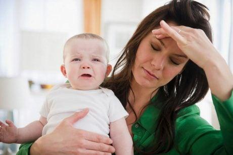 Hoe kun je stoppen met een vermoeide moeder te zijn