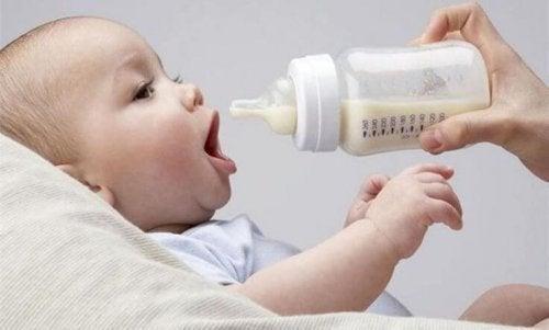 Flesje melk voor de baby