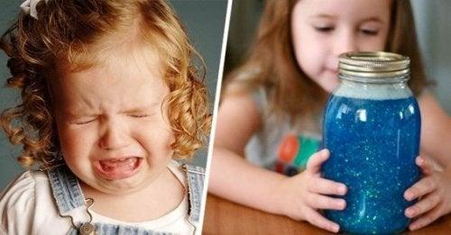 Sensorische fles voor kinderen om te kalmeren