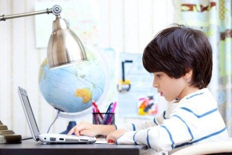 Om je kind te leren om zelfstandig te kunnen studeren moet je afleiding minimaliseren