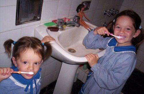 Het belang van routines: tandenpoetsende kinderen