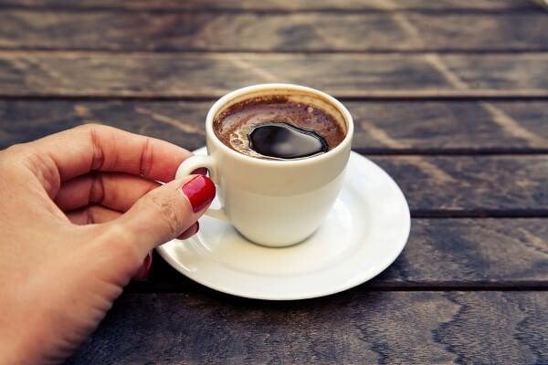 8 voedingsmiddelen die zwangere vrouwen niet mogen eten zoals te veel cafeïne