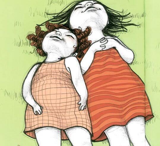 Tante en nichtje liggen samen in het gras
