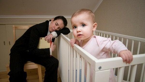 Wat je kunt doen om je baby te helpen de nacht door te slapen