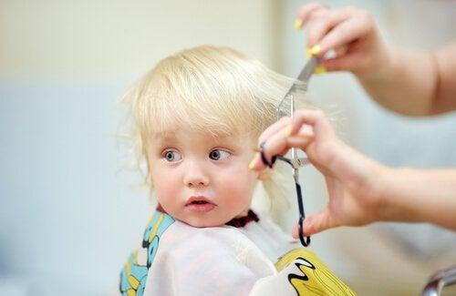 Aanbevelingen voor de eerste knipbeurt van je baby