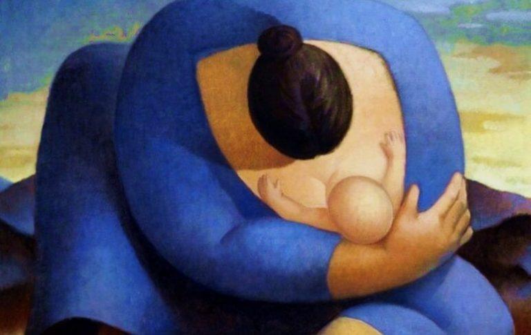 Een baby hoort de stem van zijn moeder