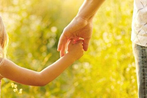 Moederschap gaat over het begeleiden en opvoeden