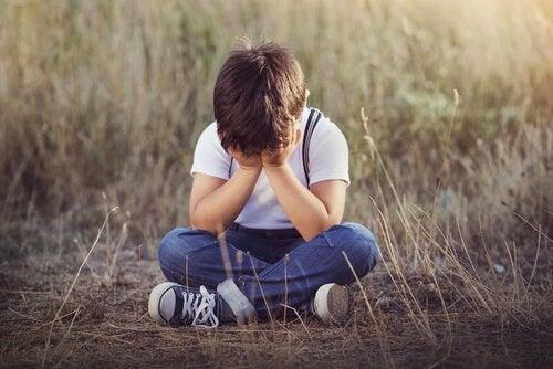 4 signalen van emotionele verwaarlozing bij kinderen