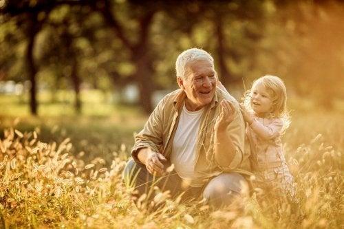Grootouders gaan nooit dood maar ze leven voor altijd in hun kleinkinderen voort