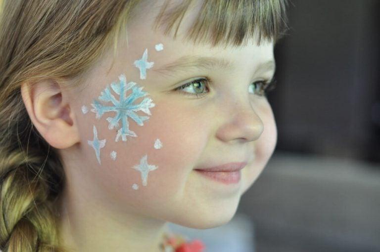 Meisje geschminkt als Frozen