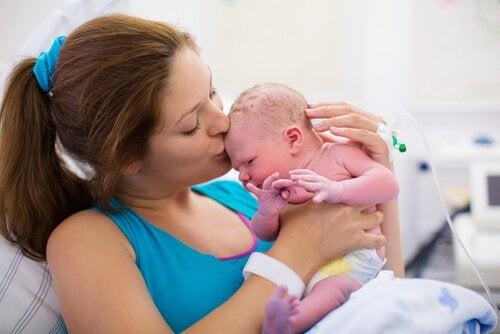 Verbinding maken met je baby in het eerste uur na de bevalling