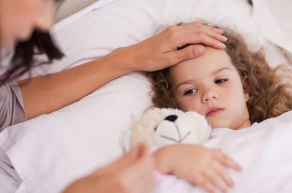 De angst veroorzaakt door de eerste hoge koorts bij je kind is onvermijdelijk