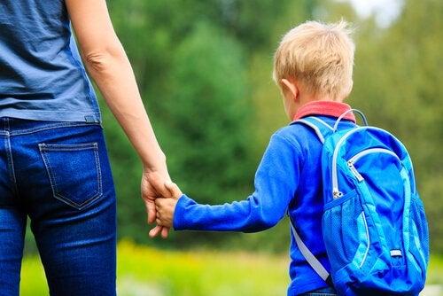 Begeleiden en opvoeden door een goed voorbeeld te zijn als moeder