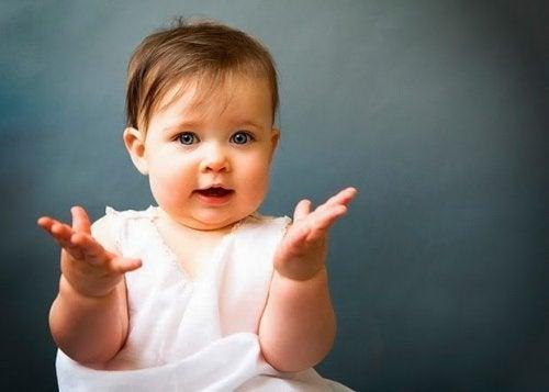 Leer de gebarentaal van je baby begrijpen