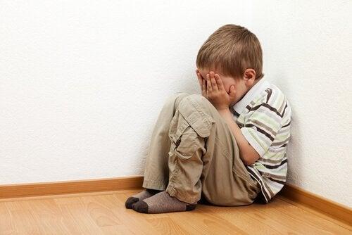 Probeer de angst van kinderen om alleen te zijn te begrijpen
