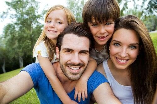 Wat bepaalt de kleur van het haar en de ogen van je kind?