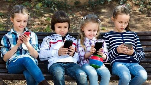 8 redenen waarom kinderen jonger dan 12 geen smartphones zouden moeten gebruiken