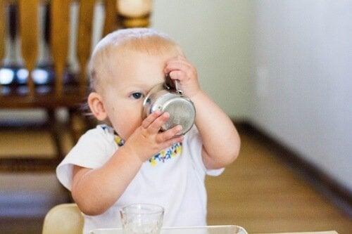 Wanneer is het juiste moment om je baby water te geven?