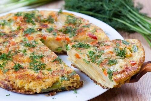 Spaanse omelet van aardappel en worst