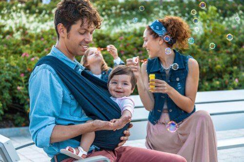 De draagdoek is de sleutel voor de fysiologische ontwikkeling van kinderen