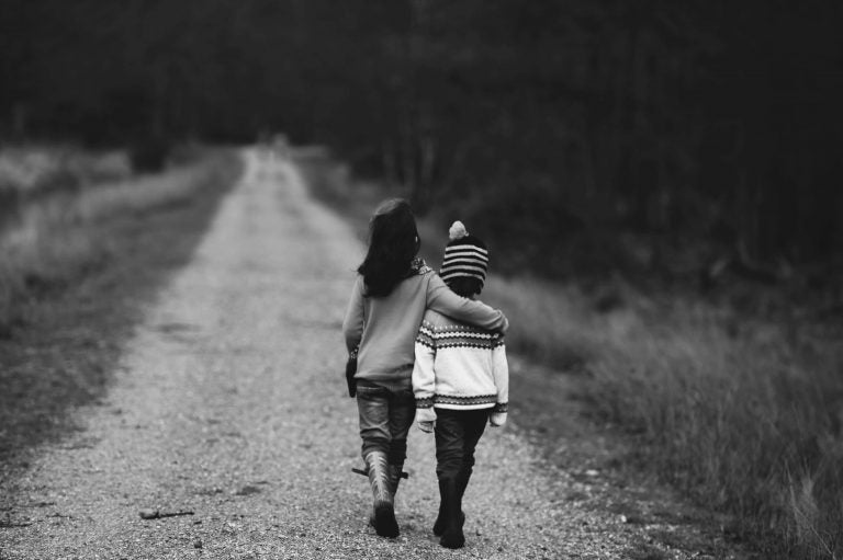 Opvoeden tot goede kinderen is onder andere ze te leren mededogen te tonen