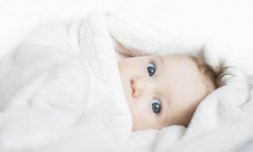 4 tips over wat je een pasgeborene aan moet trekken