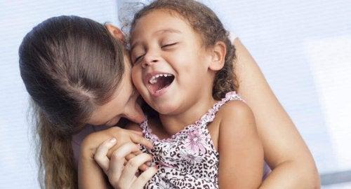 Moeder en dochter maken plezier