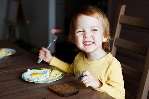 De zes beste voedingsmiddelen voor de hersenen van je kind