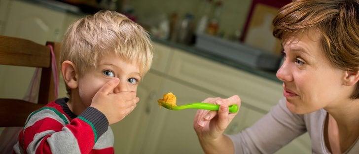 Moeder dwingt zoon te eten