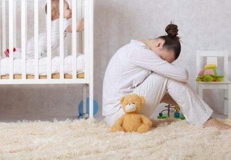 Een postnatale depressie: oorzaken, symptomen en behandeling