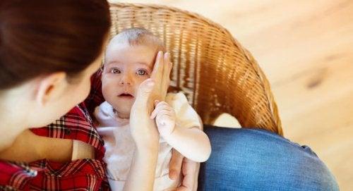 Wanneer je baby voor de eerste keer op de grond valt
