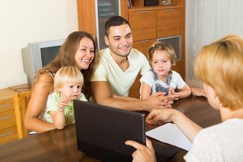 Overbezorgde ouders zoeken contact op met derden