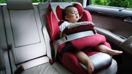 Baby veilig in een autozitje