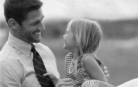 Vader en dochter lachen