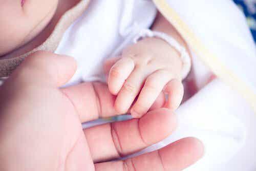 Hoe de afwezigheid van een moeder een kind beïnvloedt