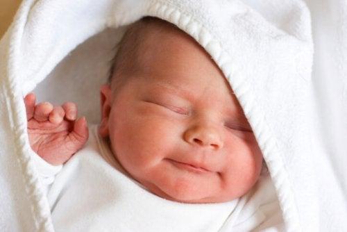 13 opmerkelijke feiten over pasgeboren baby's