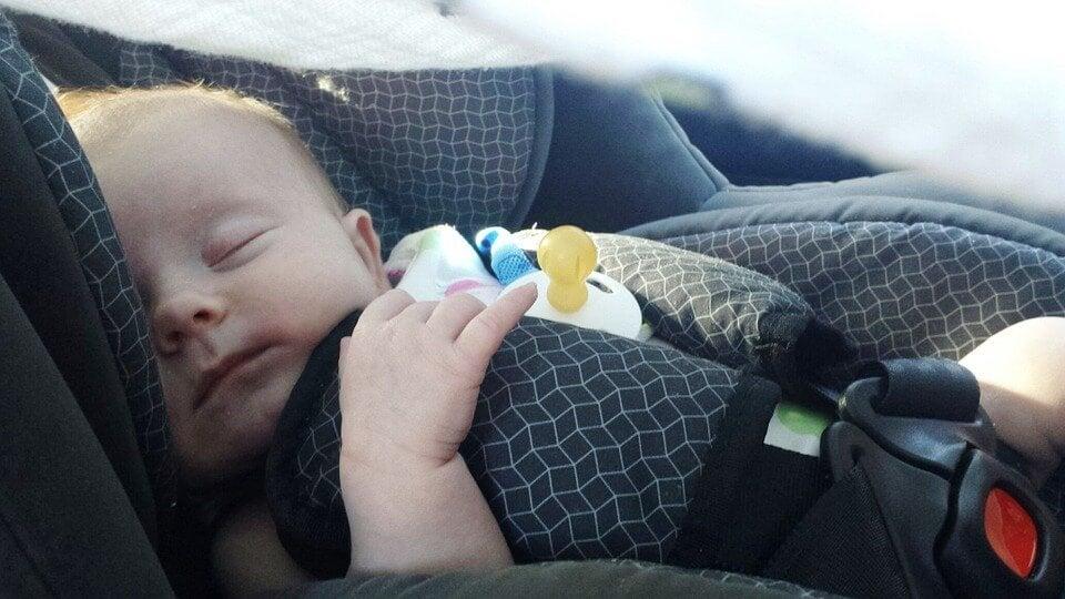 Tips voor het reizen met je pasgeboren baby