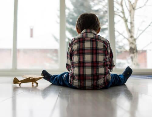 Reactieve hechtingsstoornis: eenzame jongen
