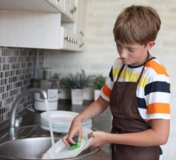 Het huis netjes houden: de afwas